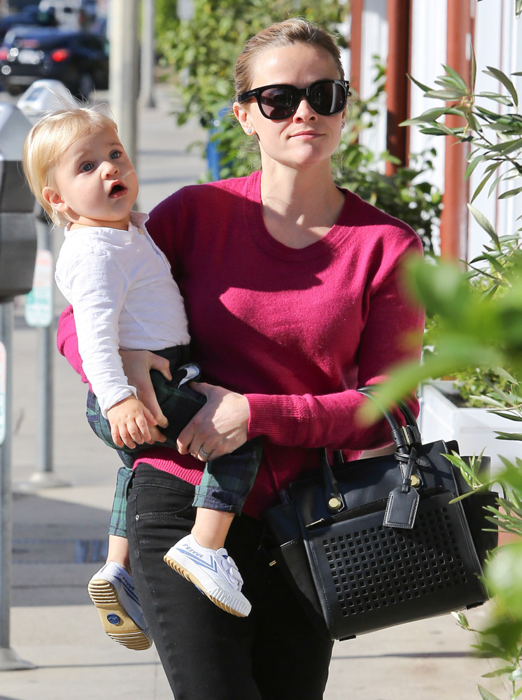 The Many Bags of Celebrity Moms-33