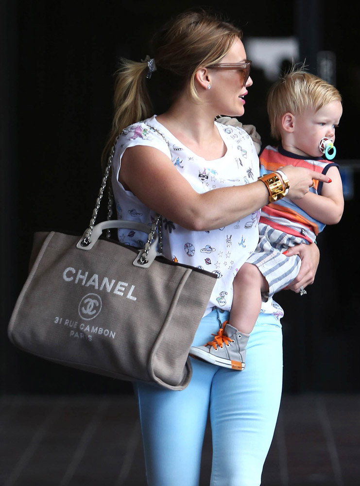 The Many Bags of Celebrity Moms-34