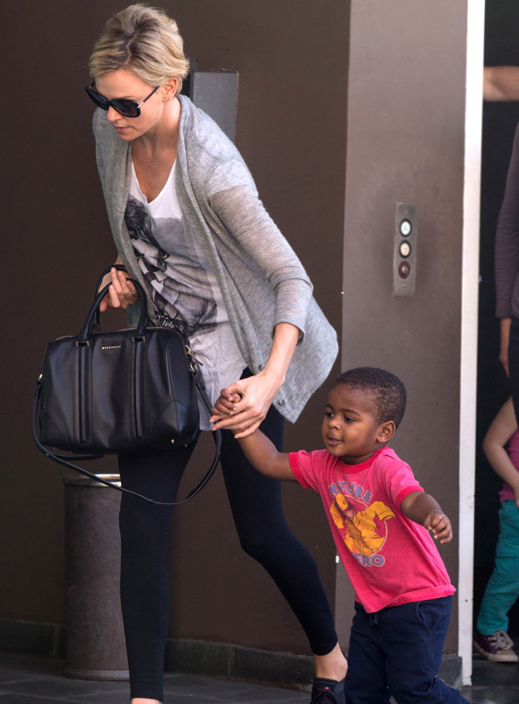 The Many Bags of Celebrity Moms-37