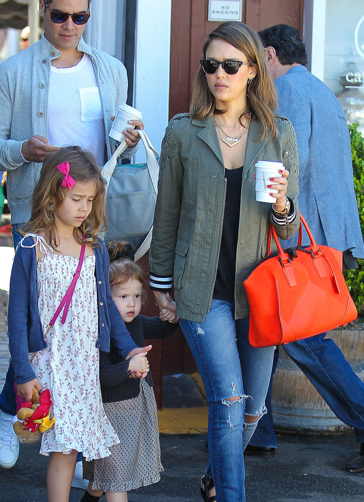 The Many Bags of Celebrity Moms-40