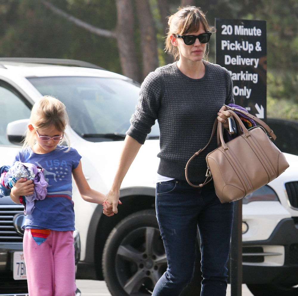 The Many Bags of Celebrity Moms-9