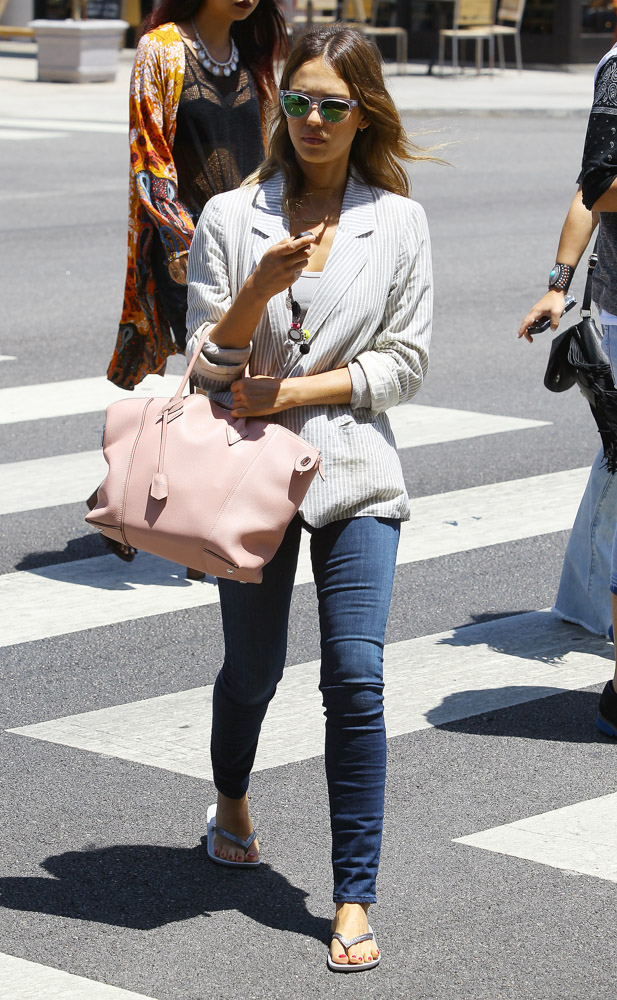 Jessica Alba Louis Vuitton Soft Lockit Bag-4