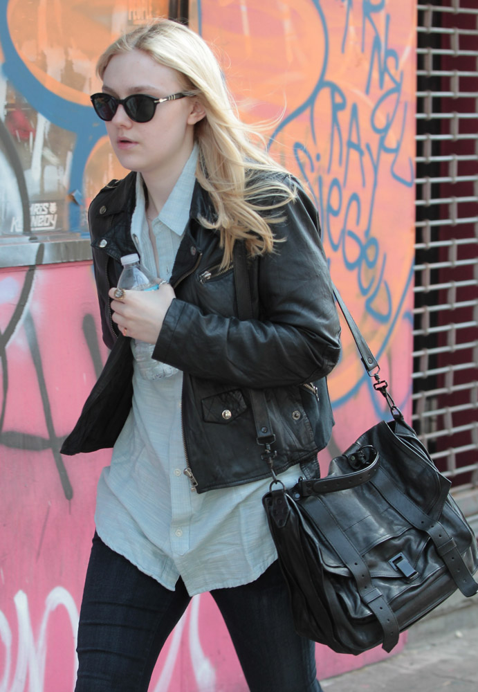 The Many Bags of Dakota and Elle Fanning-10