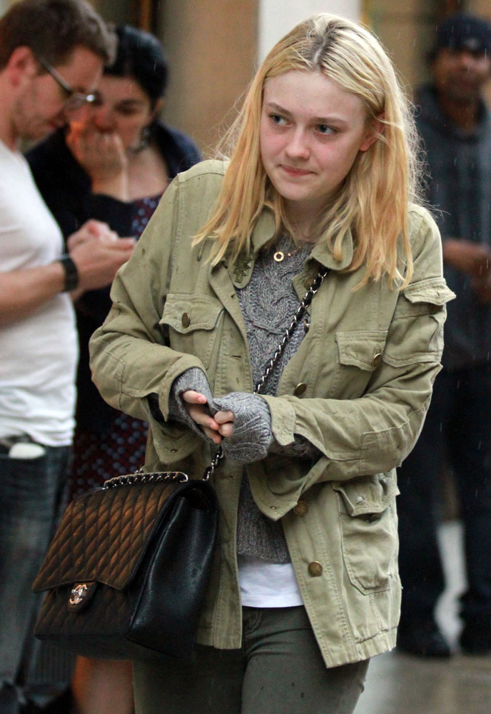 The Many Bags of Dakota and Elle Fanning-2