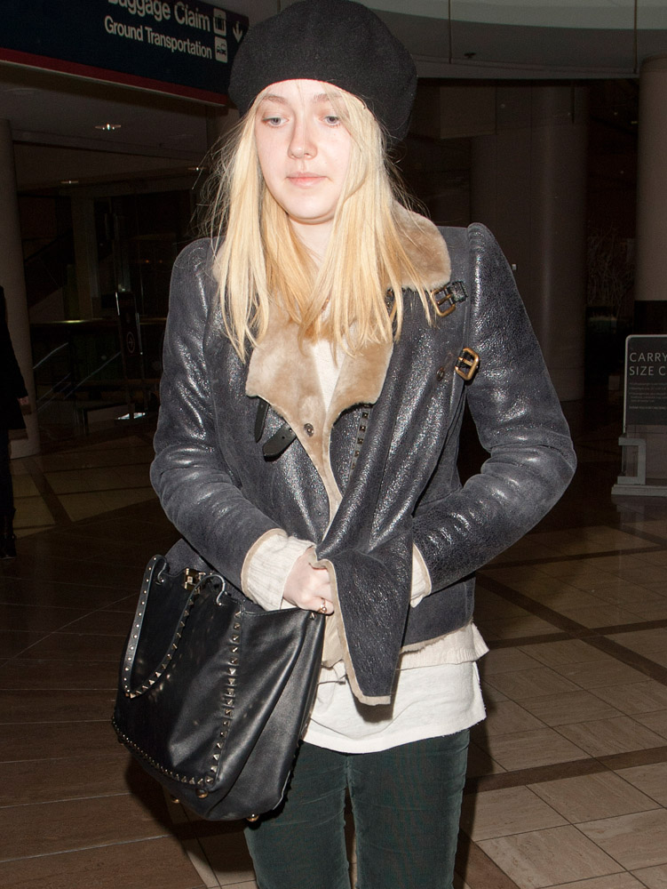 The Many Bags of Dakota and Elle Fanning-6