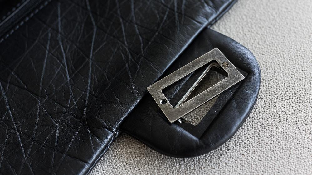 The broken $5000 Chanel Bag - Detail