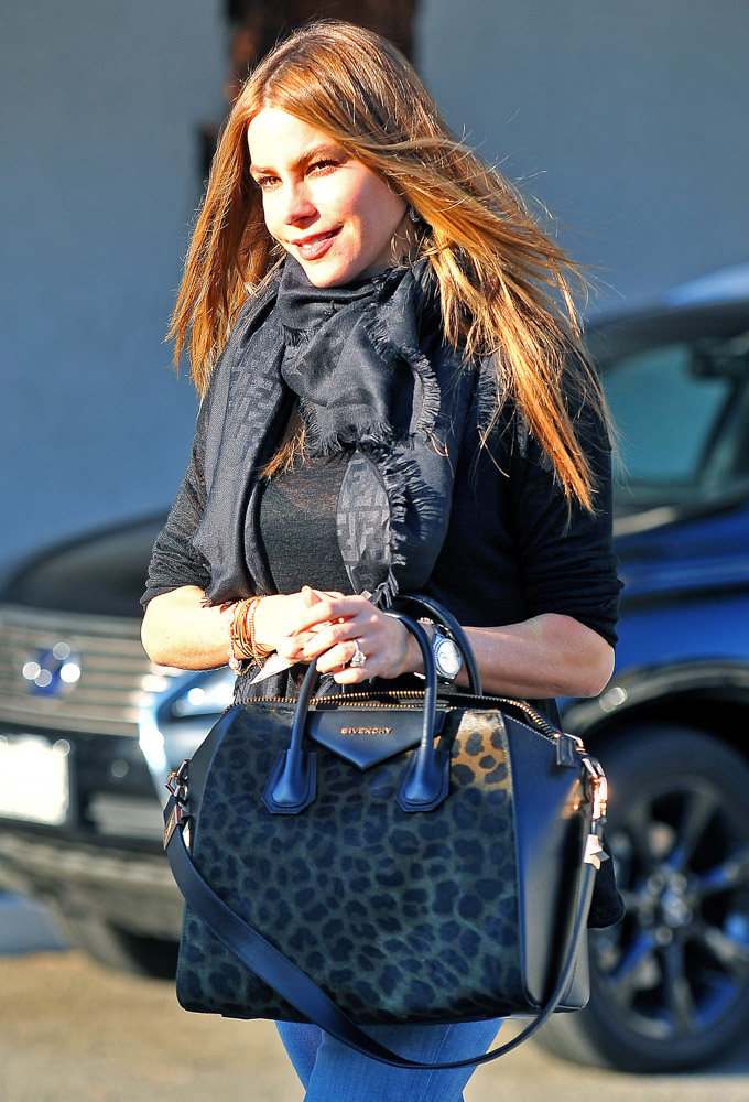 Celebrities Carrying Givenchy Antigona Bags-13