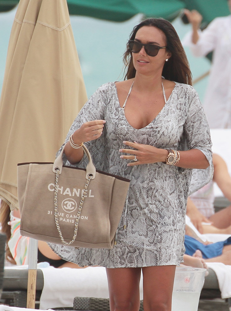Check Out What Your Favorite Stars Carry to the Beach - PurseBlog