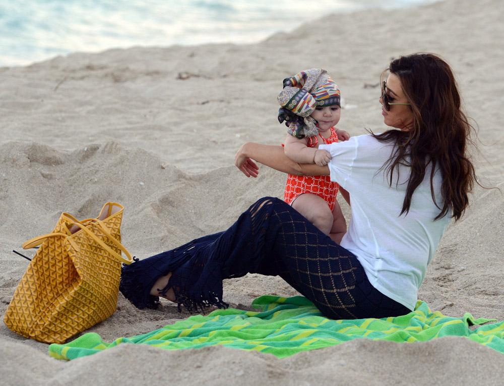 Celebrity Beach Bags 32