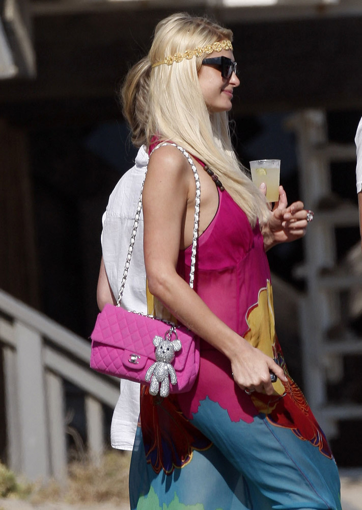 9a9885afaeb6 Check Out What Your Favorite Stars Carry to the Beach - PurseBlog