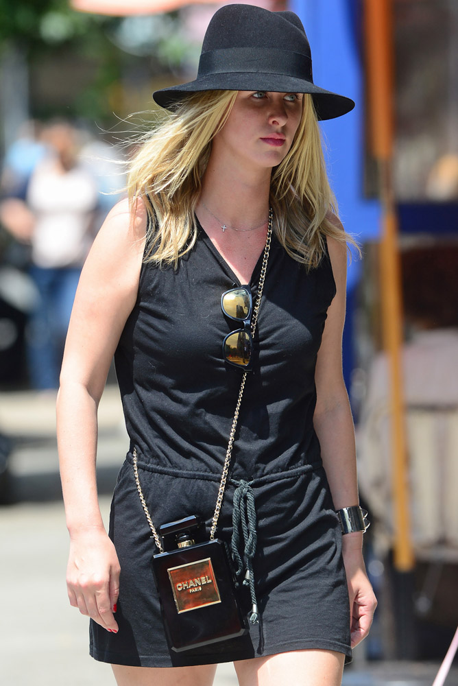 The Many Bags of Nicky Hilton Part 2-25