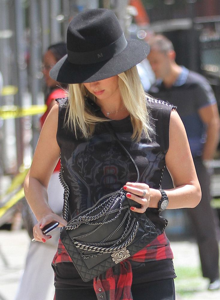 The Many Bags of Nicky Hilton Part 2-28