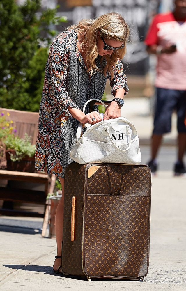 The Many Bags of Nicky Hilton Part 2-31
