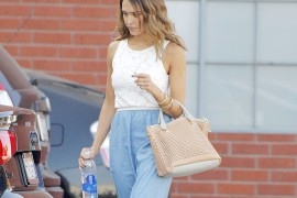 Jessica Alba Returns to an Old Favorite–Her Chloé Baylee Bag
