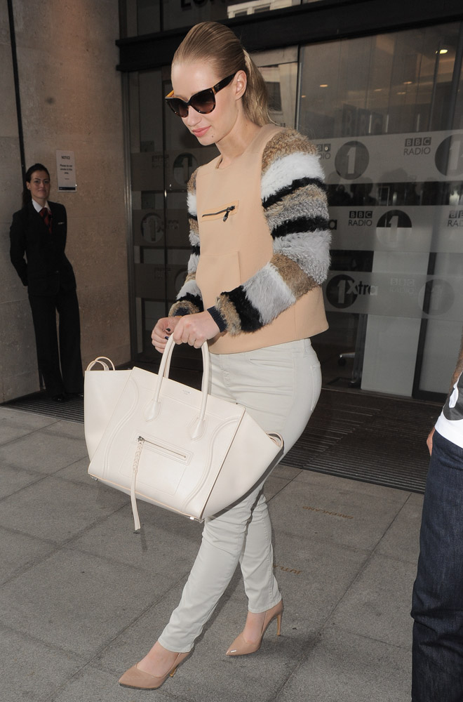 celine burgundy luggage - Iggy Azalea Greets Her London Fans with a C��line Bag - PurseBlog
