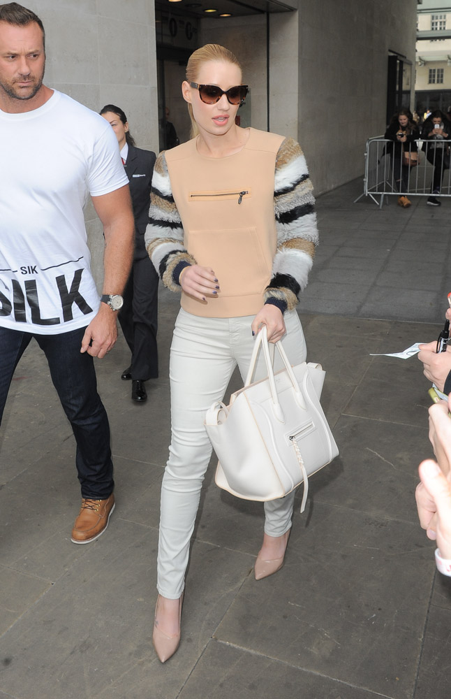 celine cabas phantom bag price - Iggy Azalea Greets Her London Fans with a C��line Bag - PurseBlog