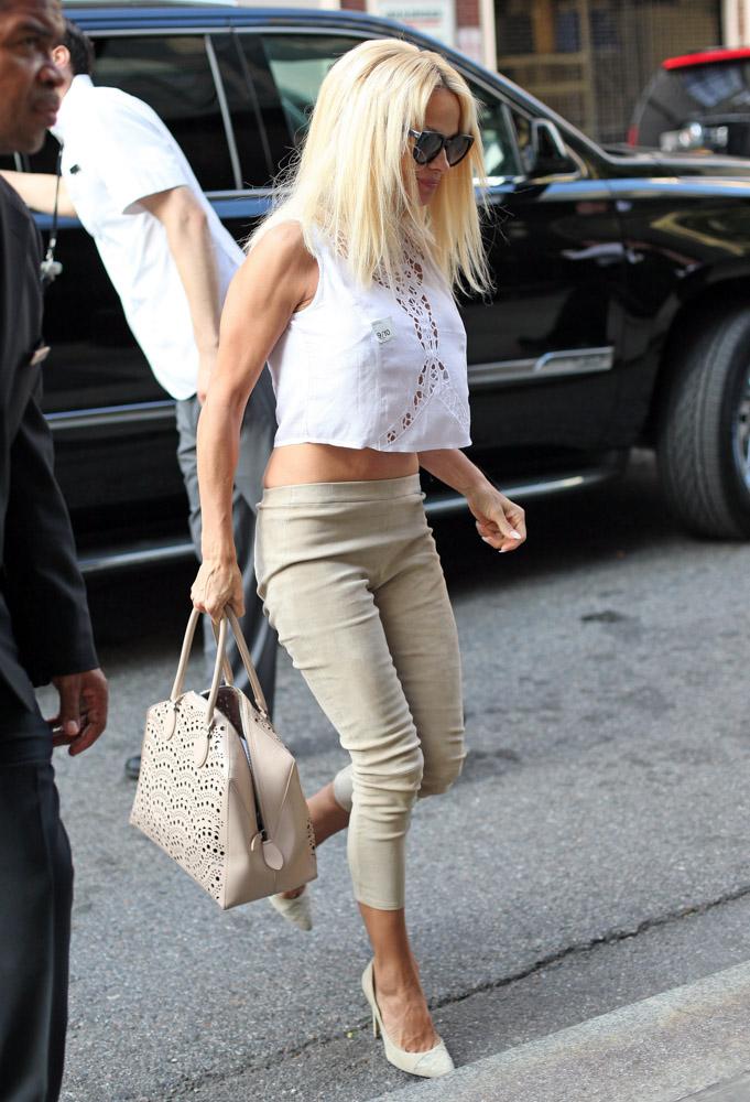 Pamela Anderson Is A Somewhat Unexpected Ala U00efa Handbag Fan