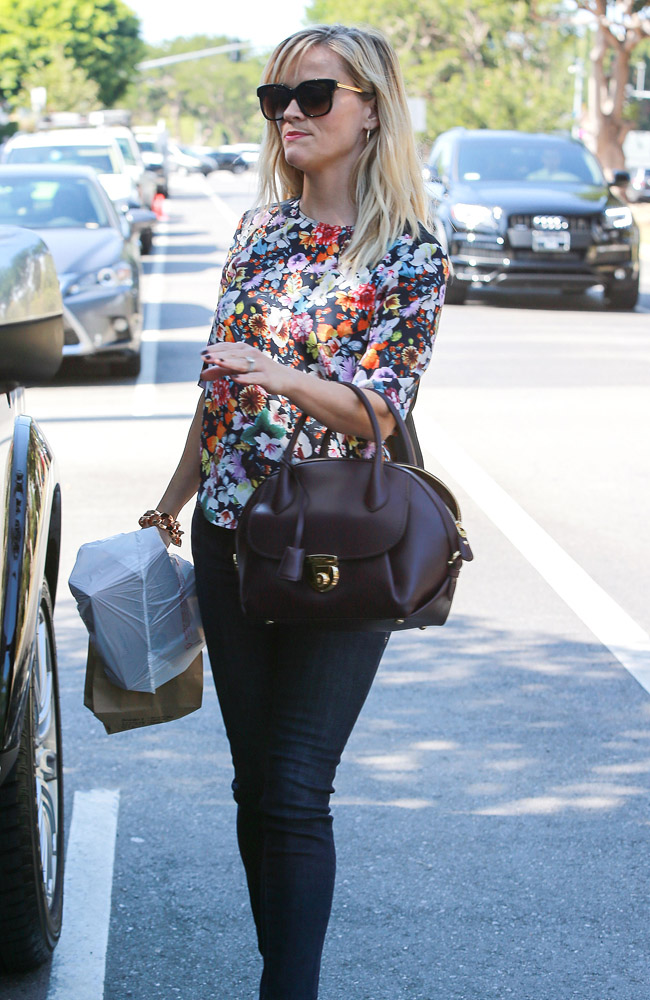 Reese Witherspoon Salvatore Ferragamo Fiamma Bag 4