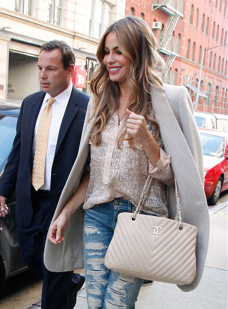 50 Celebrities Carrying Chanel BaGS-29