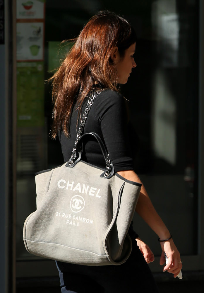 50 Celebrities Carrying Chanel BaGS-40