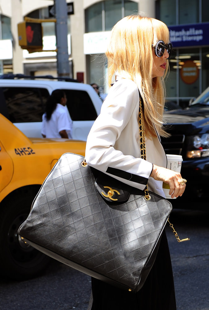 50 Celebrities Carrying Chanel BaGS-9