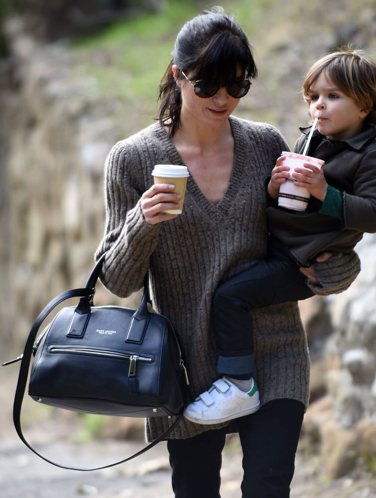 Selma-Blair-Marc-Jacobs-Incognito-Satchel