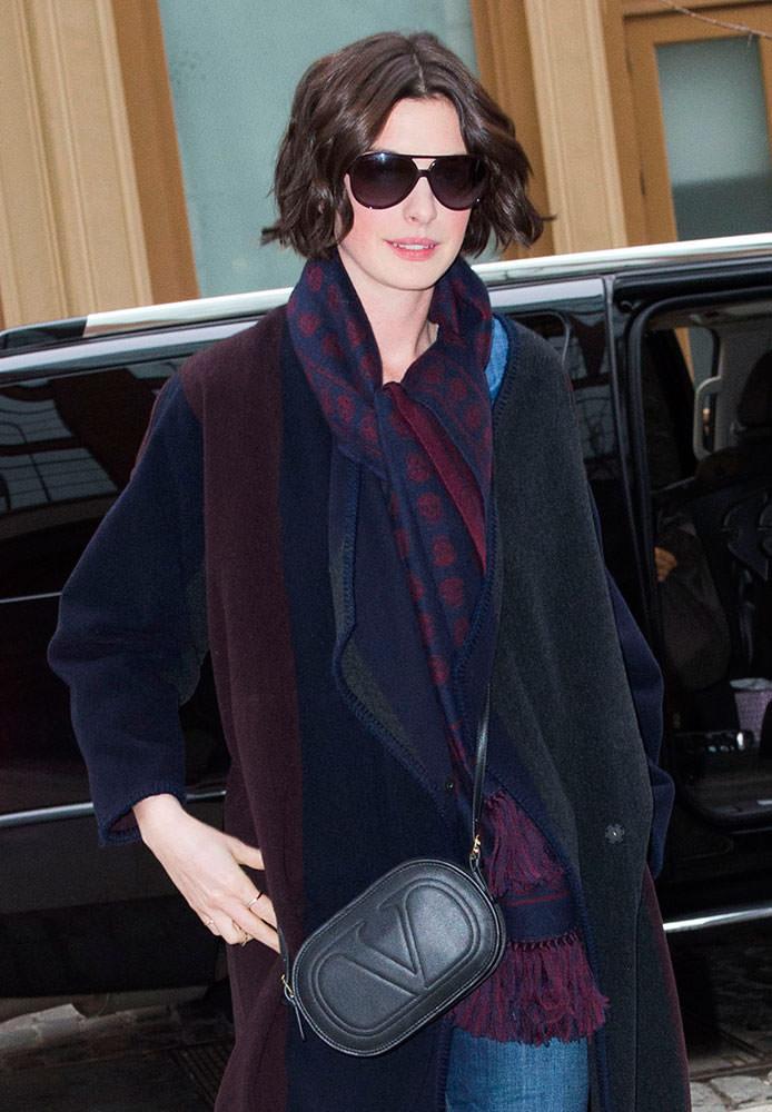 Anne-Hathaway-Valentino-Logo-Go-Mini-Crossbody-Bag