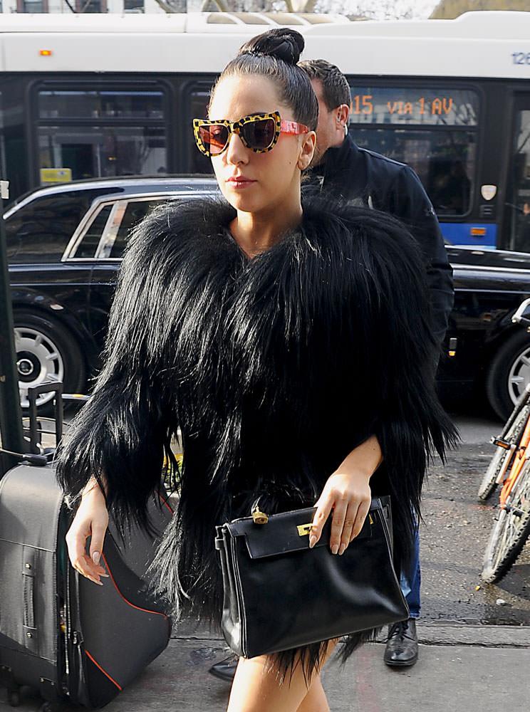 Lady-Gaga-Hermes-Kelly-Bag