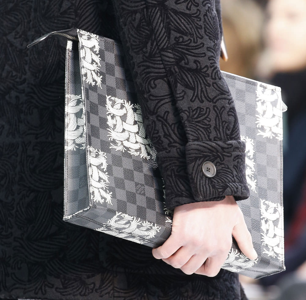 Louis-Vuitton-Fall-2015-Menswear-Bags-15
