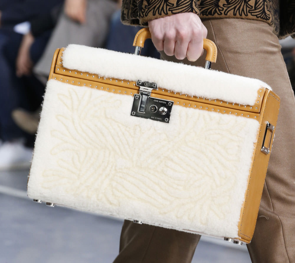 Louis-Vuitton-Fall-2015-Menswear-Bags-26