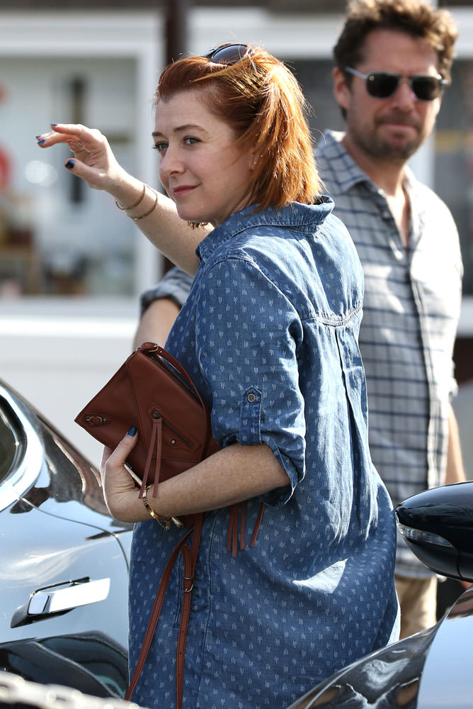 Alyson-Hannigan-Balenciaga-Papier-Envelope-Crossbody-Bag