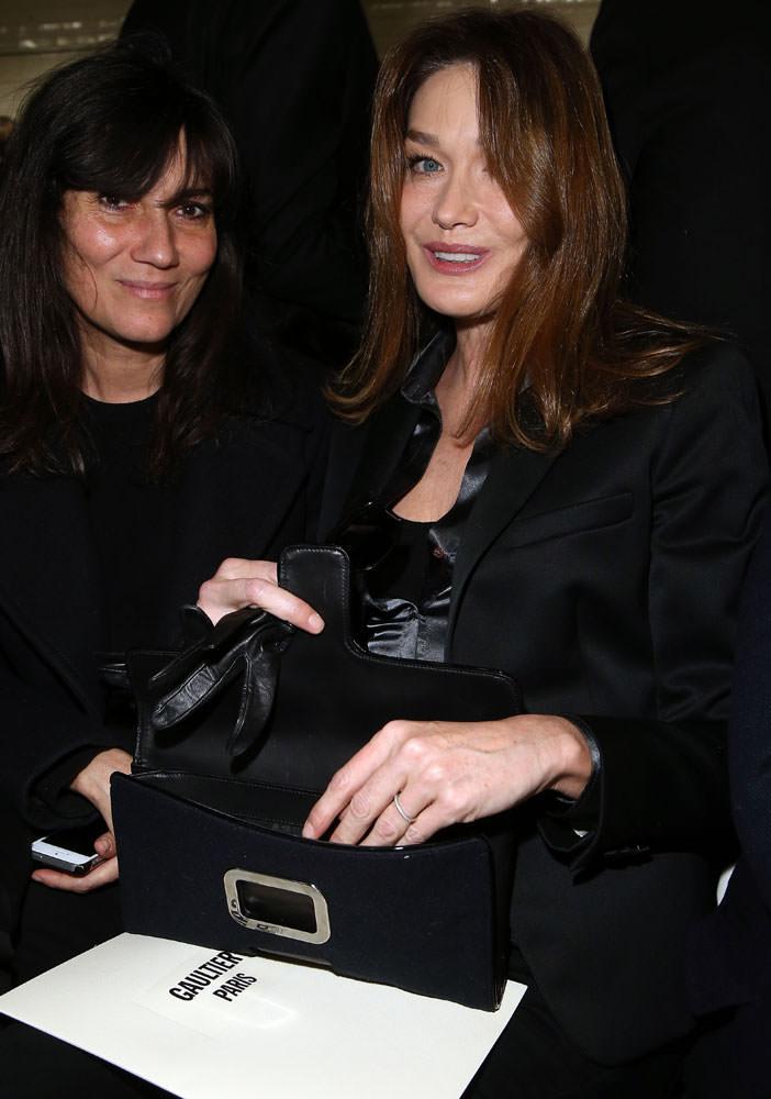 Carla-Bruni-Sarkozy-Roger-Vivier-Pilgrim-Clutch