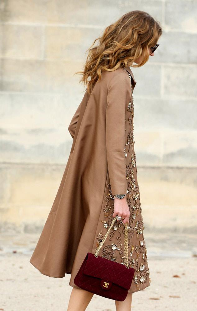 Chiara-Ferragni-Chanel-Velvet-Classic-Flap-bag