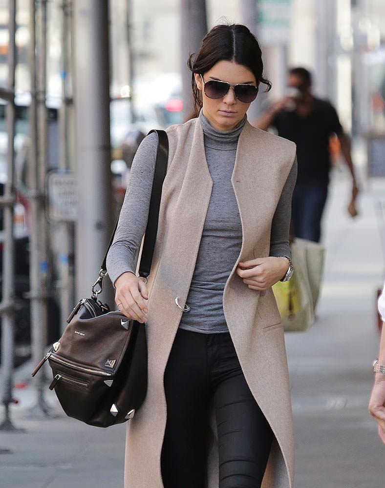 Kendall-Jenner-Givenchy-Studded-Pandora-Bag