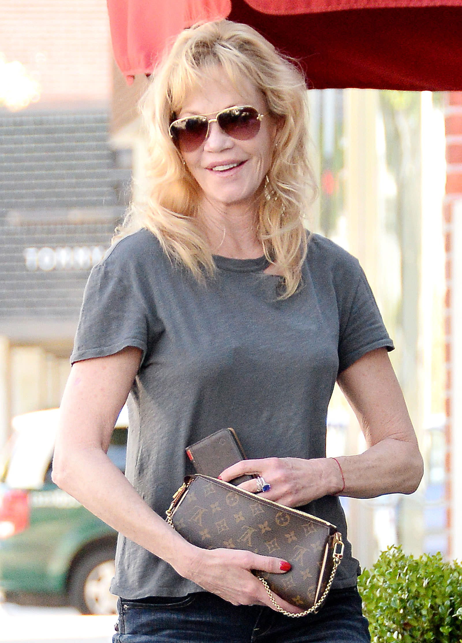 Melanie-Griffith-Louis-Vuitton-Eva-Clutch