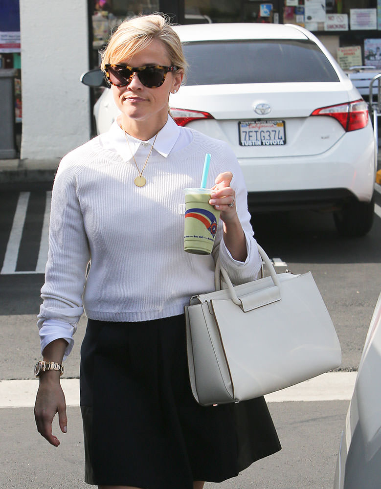 Reese-Witherspoon-The-Row-Satchel-12-Tote