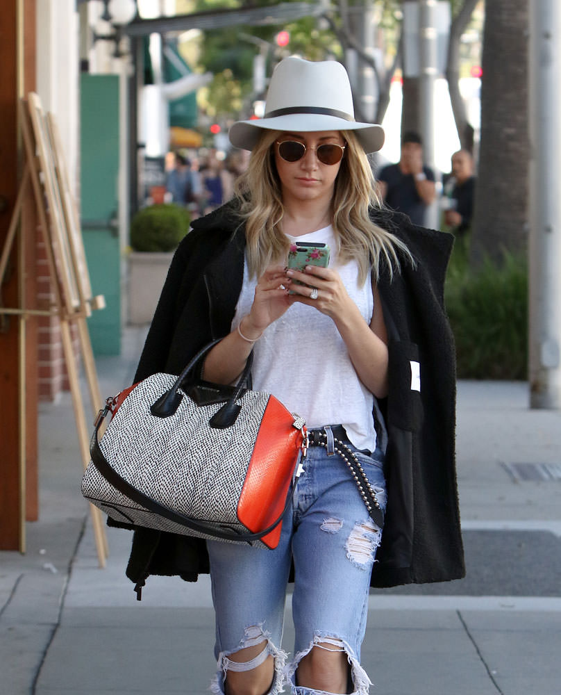 Ashley-Tisdale-Givenchy-Snakeskin-Antigona-Bag