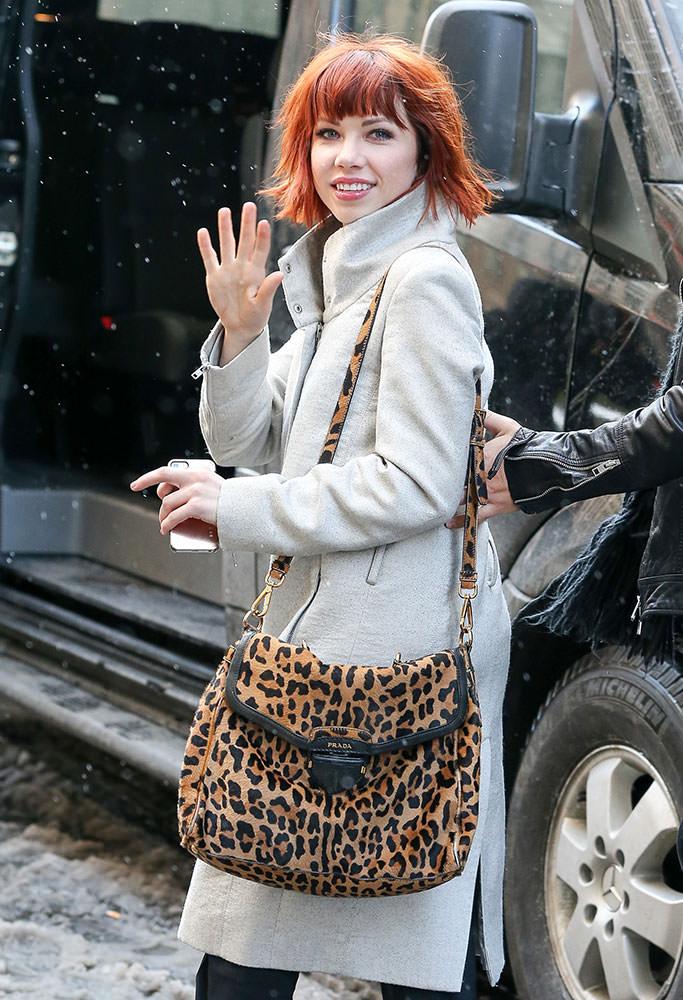 Carly-Rae-Jepsen-Prada-Leopard-Calf-Hair-Shoulder-Bag