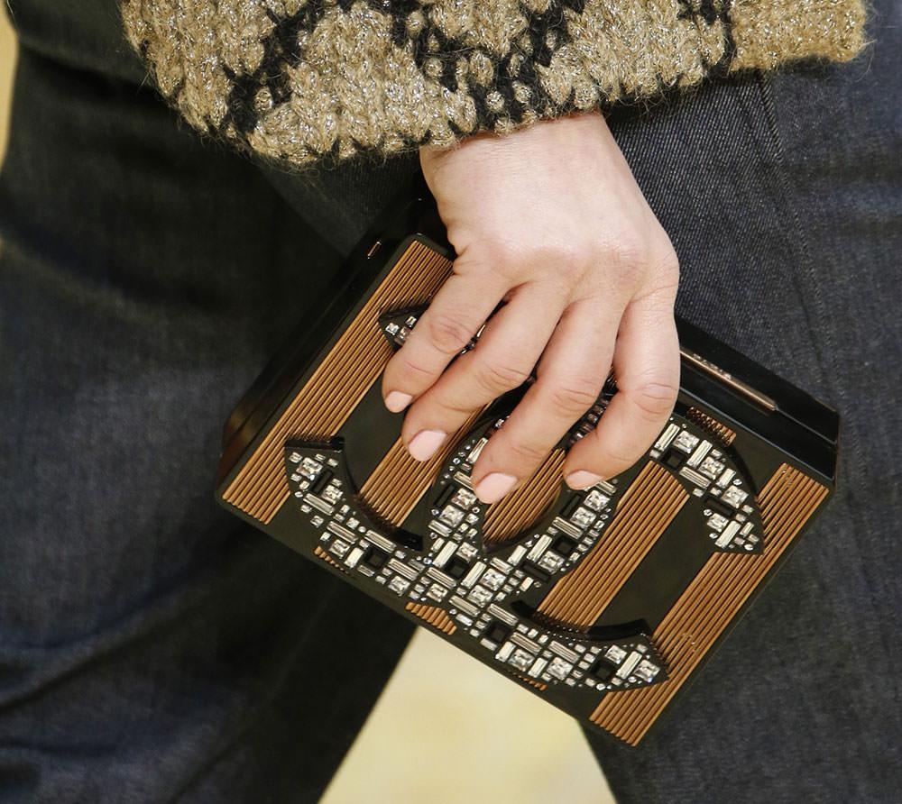 Chanel-Fall-2015-Handbags-10