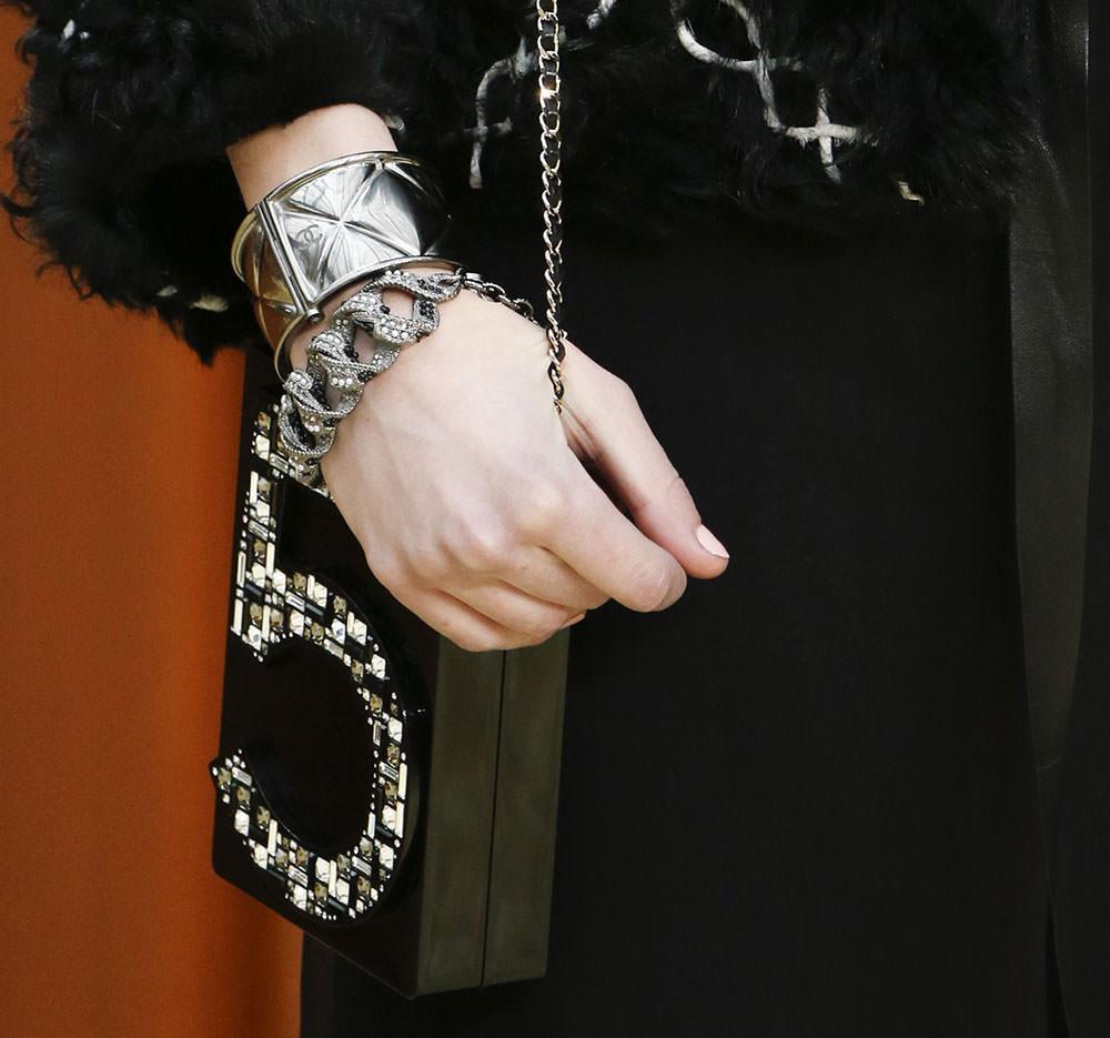Chanel-Fall-2015-Handbags-13
