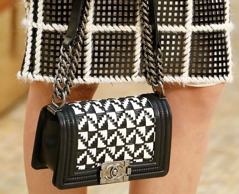 Chanel-Fall-2015-Handbags-15