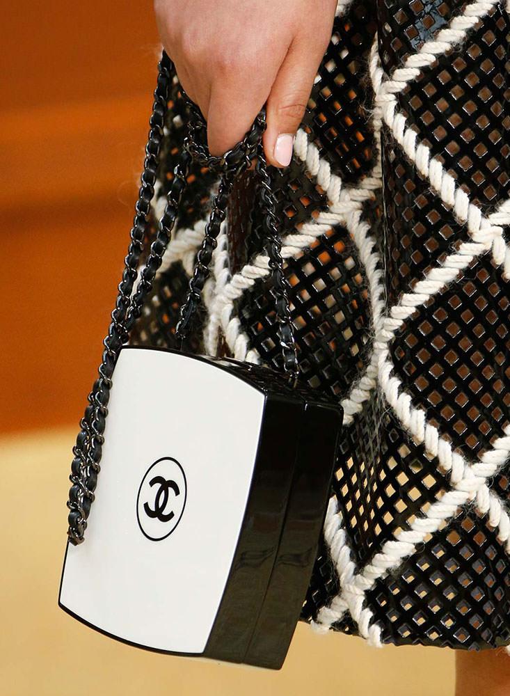 Chanel-Fall-2015-Handbags-17