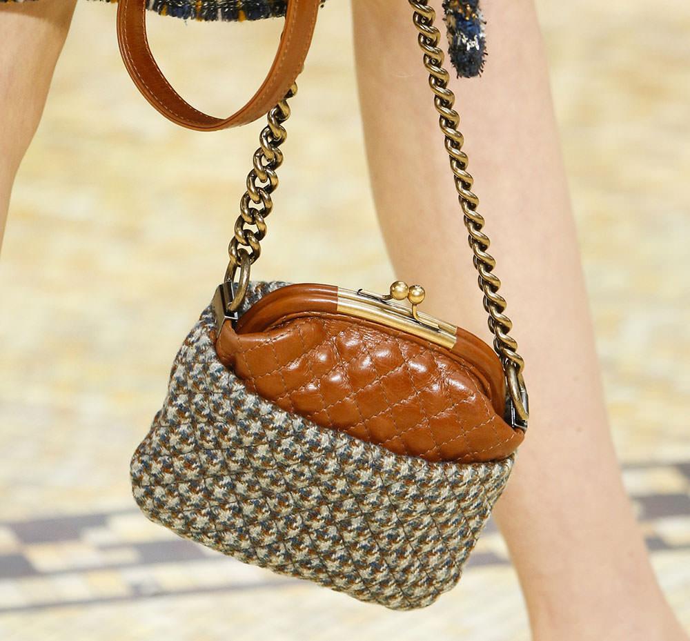 Chanel-Fall-2015-Handbags-8
