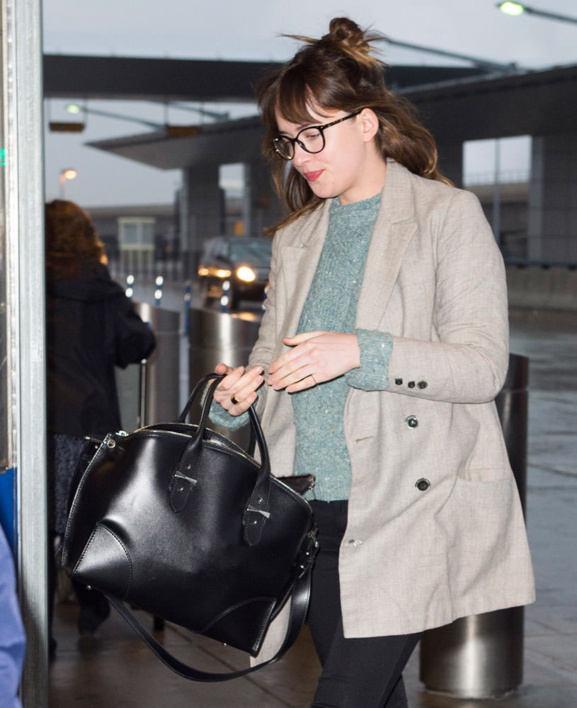 Dakota-Johnson-Alexander-McQueen-Legend-Bag
