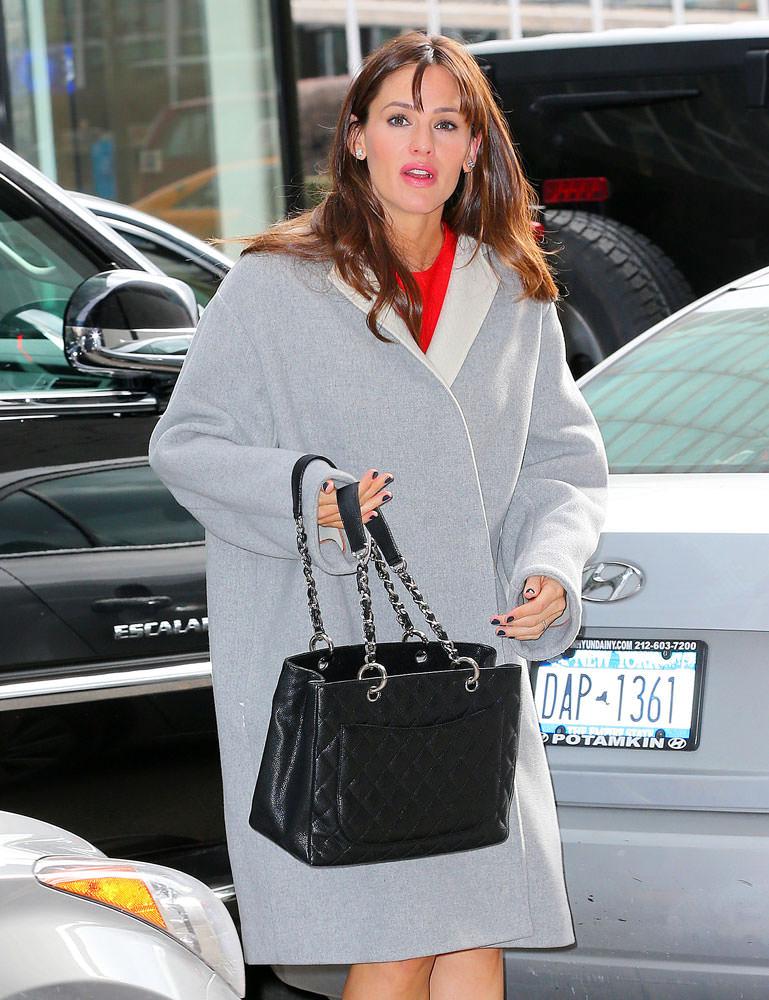 Jennifer-Garner-Chanel-Grand-Shopping-Tote