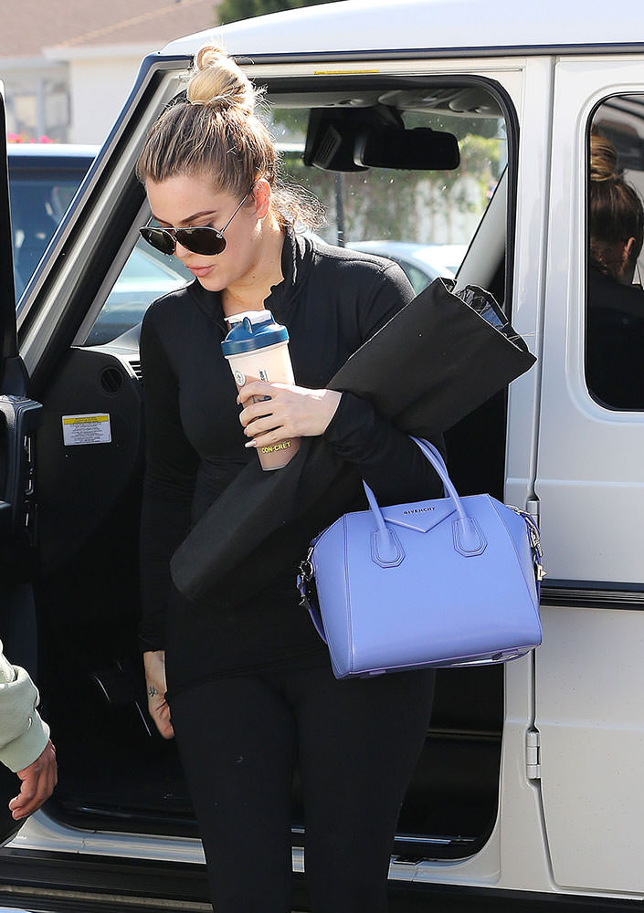 Khloe-Kardashian-Givenchy-Small-Antigona-Bag