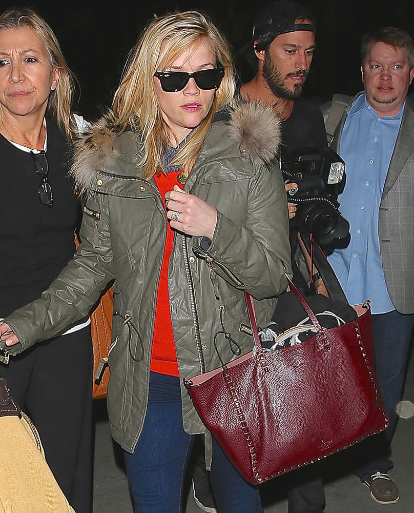 Reese-Witherspoon-Valentino-Large-Rockstud-Tote