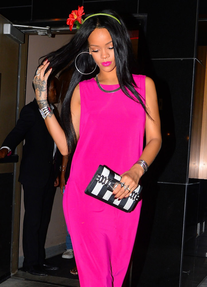 The Many Bags of Rihanna Part 3-16