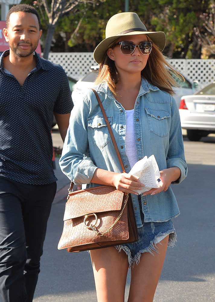 Chrissy-Teigen-Chloe-Faye-Bag