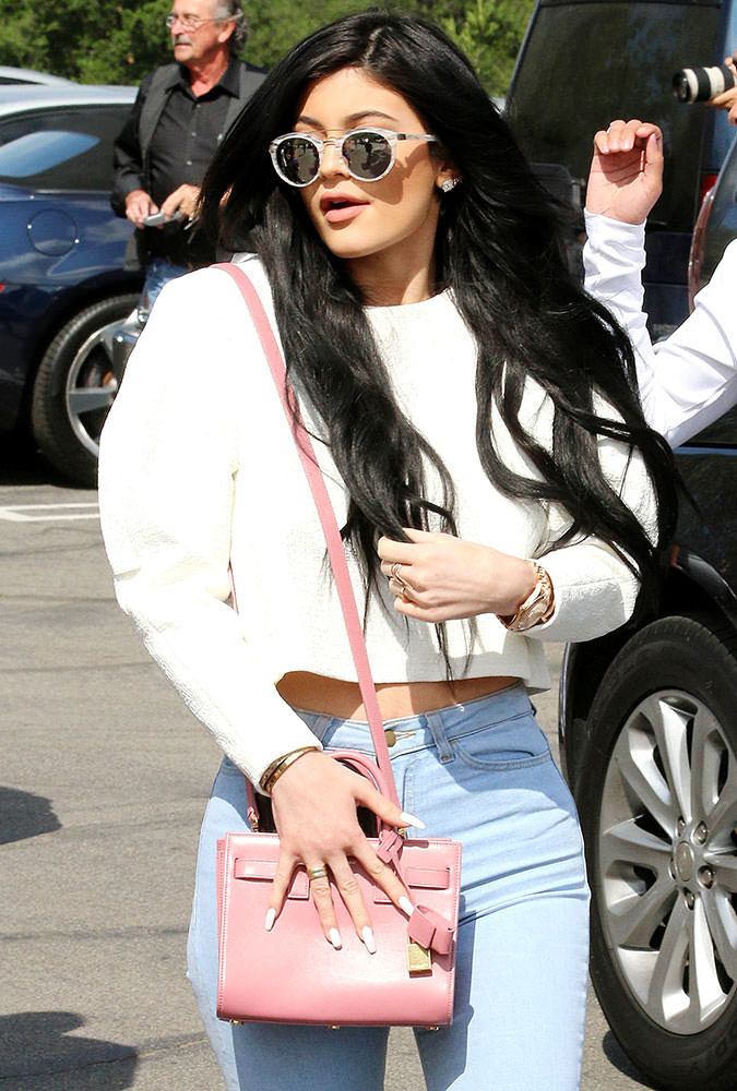 Kylie-Jenner-Saint-Laurent-Nano-Sac-de-Jour-Bag